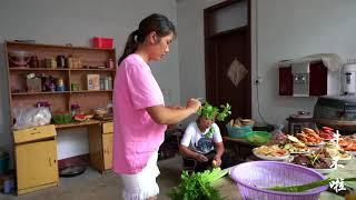 农村老爸过生日,婆婆让大儿媳家炒热盘,二儿媳家炖排骨