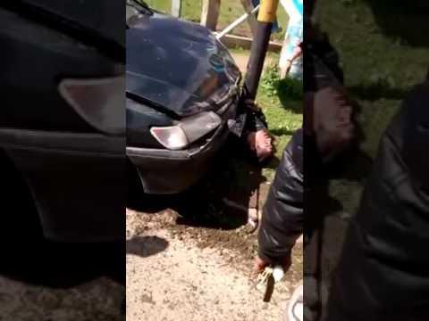un carnicero persiguio a delincuentes con su auto, atropello a uno de ellos y lo mato