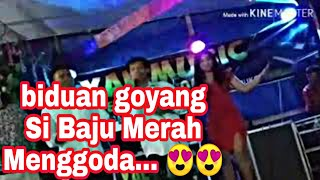 Download Video asyik goyang mbak baju merah nya MP3 3GP MP4