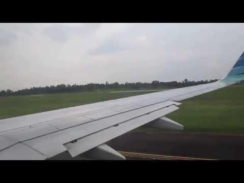 Garuda Indonesia Persiapan Take-off dari Bandara Sultan Mahmud Badarudin II Palembang