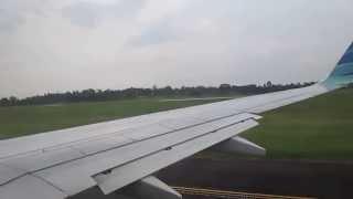 Garuda Indonesia Take-off dari Bandara Sultan Mahmud Badarudin II Palembang