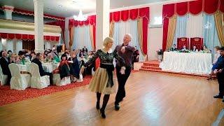 Очень красивый старинный княжеский танец Кафа - танцуют Заур и Расита Вороковы