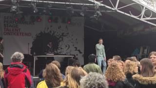 Download Paul Sinha - 7 Dagen (Bevrijdingsfestival Overijssel 5-5-2017) MP3 song and Music Video