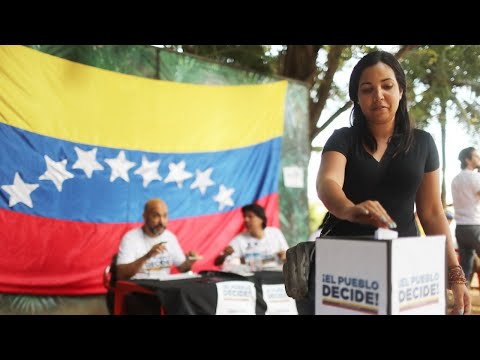 Venezuelans vote against constitution plans