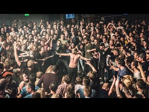 The Streets crowdsurfing - Fit But You Know It [Live at Melkweg, Amsterdam - 12-04-2018]