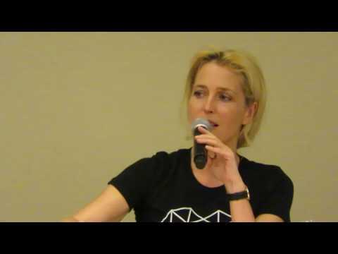Gillian Anderson at Boston Comic Con talking about David Duchovny