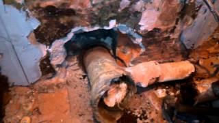Демонтаж чугунного (фанового) тройника канализации(При проведении ремонта в ванной комнате столкнулся с проблемой изъятия старого чугунного тройника от унит..., 2015-08-15T09:57:54.000Z)