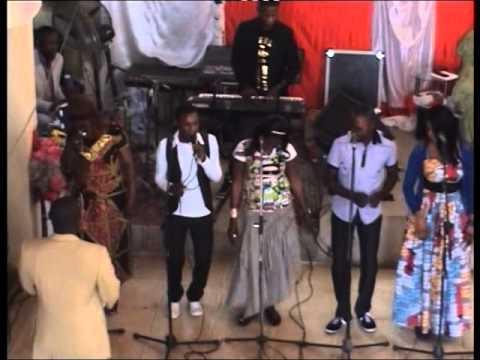 Evangeliste ngina, igreja p fonte da vida luanda/palanca. louange et  adoration