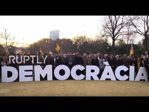 Spain: Catalan pro-independence politicians protest as Forcadell heads to court probe