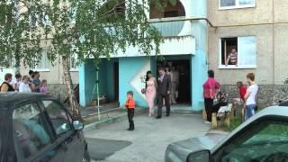 Сумашедшая свадьба в Бресте (студия ЭмиТа г.Брест)http://emita.ucoz.ru/(Один из вариантов свадебного ролика.У нас вы можете заказать видеосъемку и монтаж клипа.Свадьба,дети,важны..., 2013-06-18T00:51:23.000Z)