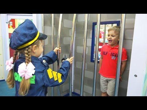 ديانا يلعب في المهنة في مركز الأطفال