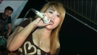 Download Video GOYANG HEBOH SASHA ANESKA LIVE OM ZARIMA (KELANGAN) MP3 3GP MP4