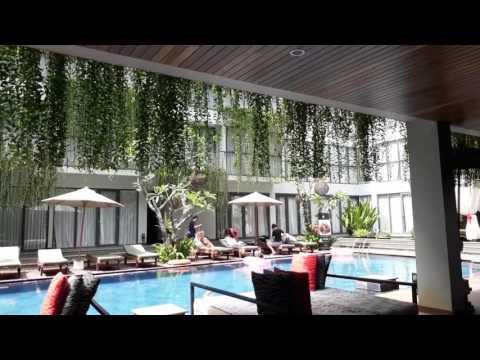 Neo Kuta+Legian Bali Hotel lobby