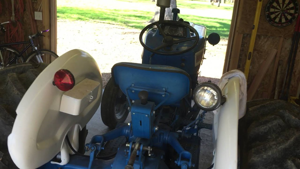 hight resolution of rough running ford 3000 gas tractor