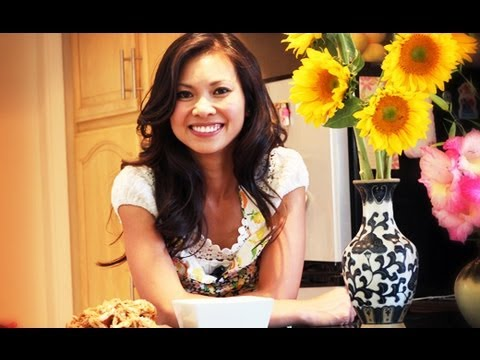 """SAFIRE TV : """"How to make Sticky Rice with Chicken & Sausage"""" with Thuy Phan"""