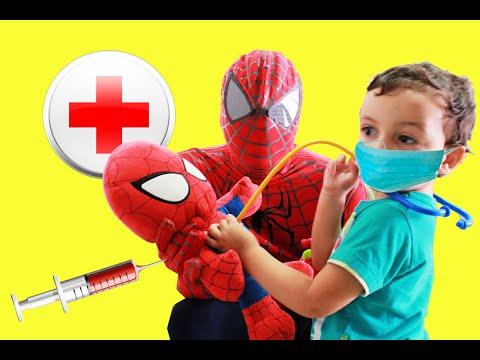 SPIDERMAN VS DOCTOR - Spiderbaby está doente e toma injeção Videos Superhero IRL