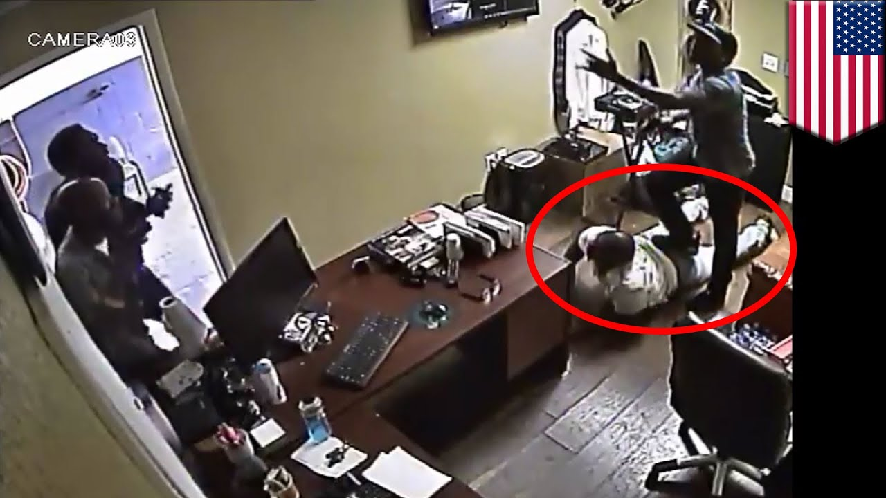 Robbery fails: Florida auto shop owner overpowers gunman, shoots him -  TomoNews