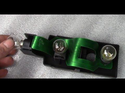Замена лампочек задних фонарей