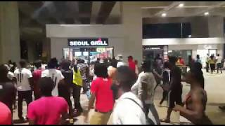 THIS IS HOW SHATTA WALE FANS WELCOMED HIM AT KOTOKA AIRPORT.mp3