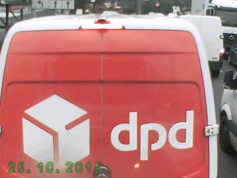 DPD VAN NEARLY CAUSES ACCIDENT WITH NO INDICATION