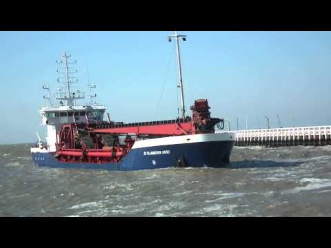 Trailing Suction Hopper Dredger  DC VLAANDEREN 3000 (De Cloedt Group) on Nieuport harbour