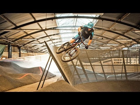 REPLAY S11E08 : STRIDE, le plus grand BIKE PARK INDOOR d'Europe ! Hugo Dufrese (TRIAL), Snow tracté