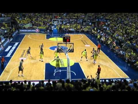 Olympiacos vs Real Madrid 100-88 Euroleague 2013 Final Segundo video de la colección 100 años de historia viva del Real Madrid.