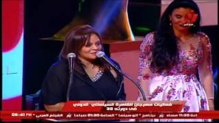 بالفيديو.. إلهام شاهين تقبل فاروق الفيشاوي في مهرجان القاهرة السينمائي