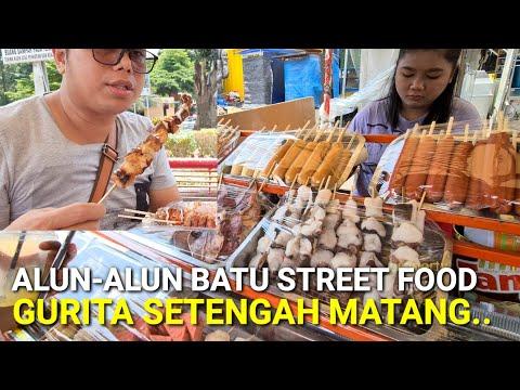 alun-alun-batu-malang,-street-food-002,-makam-gurita-setengah-matang,-sosis-dan-tenggiri