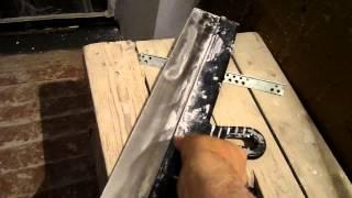 Шпатлевание стен длинным шпателем