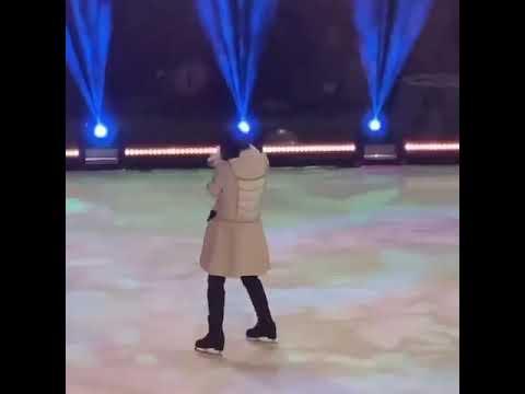 Муж Заворотнюк с дочкой на льду
