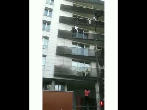 Paris Kind Balkon