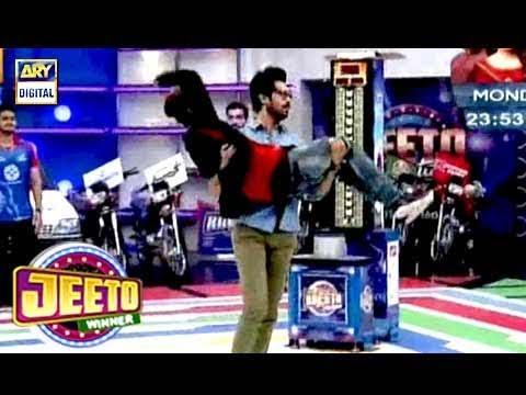 Fahad Mustafa ne Dancer Ko Goud Main Utha Liya  - Must Watch