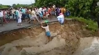 Dozens killed in flooding in India thumbnail