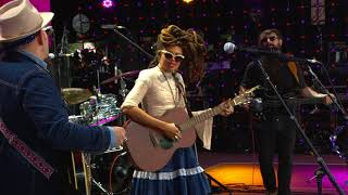 Valerie June - Tennessee Time (Live at Farm Aid 2017)