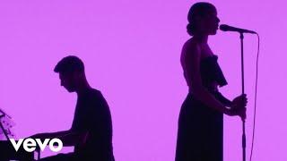 Смотреть клип Grace Carter - Silhouette