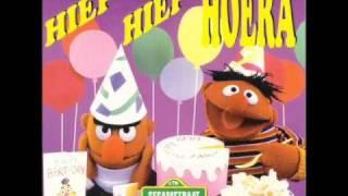 Bert en Ernie - Hiep Hiep Hoera (3/7)