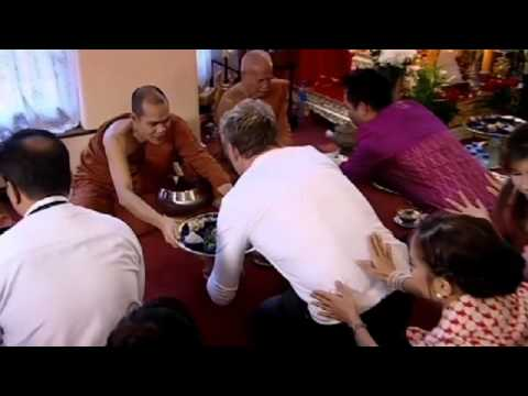 Buddhist Monks sample Ramsay's Pad Thai – Gordon Ramsay