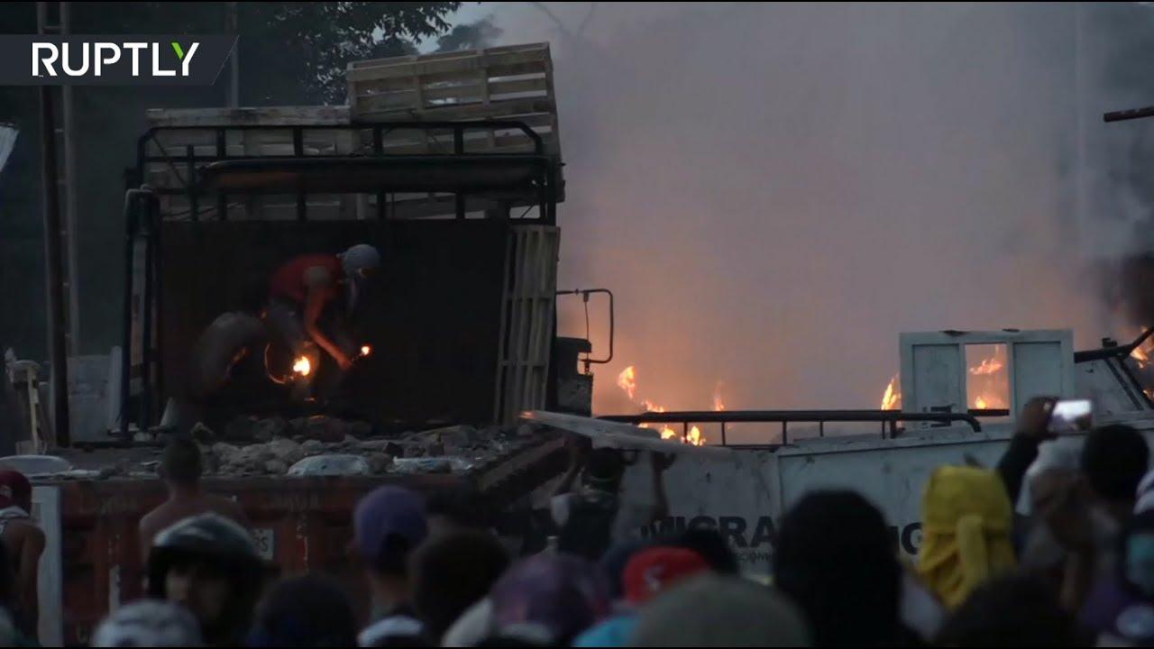 Почти 300 человек пострадали в столкновениях на границе Венесуэлы с Колумбией