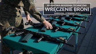 Pierwszą służbową broń otrzymało 23 sierpnia 889 nowo przyjętych do...