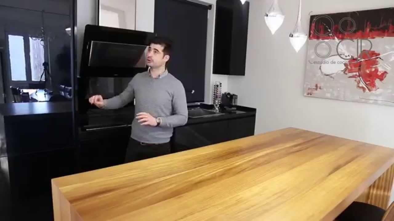 Cocina en negro brillo y madera de iroco una preciosidad for Cocina con electrodomesticos de color negro