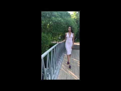 Платье бандажное Herve Leger с глуб. декольте неж.розовое