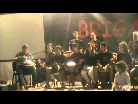 Virtuosismi con lo hang del maestro Angelo Gramaglia e i Tamburi dei Briganti