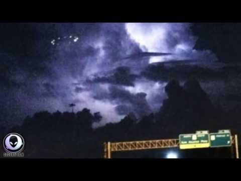 8/15/2014 MASS SIGHTINGS OF A LARGE UFO CRAFT OVER TEXAS CON
