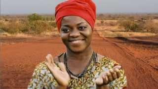 Claudia Tagbo dans Femme Africaine par Ledoux paradis Télé Solidarité