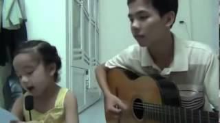 Anh trai đàn guitar, em gái hát cực dễ thương