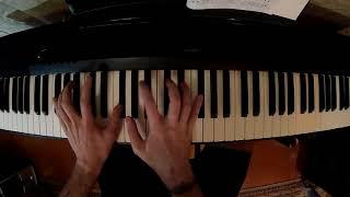 Учусь играть на пианино седьмой месяц, короткое и ломаное арпеджио ре-мажор.