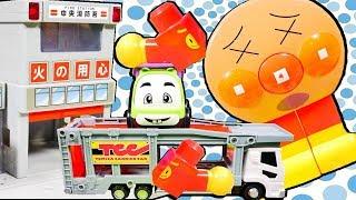はたらくくるま アンパンマンのパズルをみんなで作ろう♪ 消防署 カラフルガレージ 救急車 はしご消防車 ごみ収集車 カーキャリアー おもちゃ アニメ 幼児 子供向け動画  TOMICA TOY KID