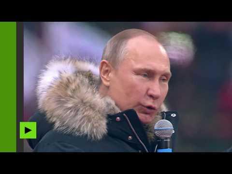 Vladimir Poutine s'adresse à plus de 100 000 partisans lors d'un meeting de campagne à Moscou