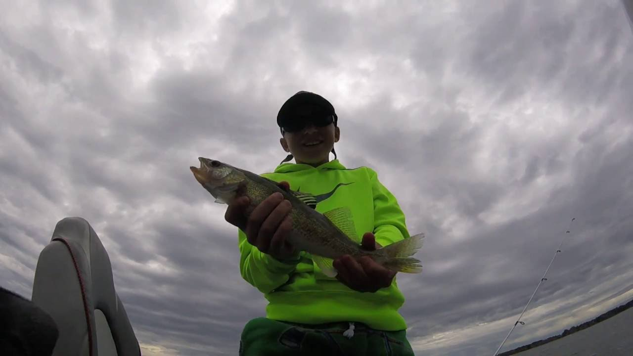 Walleye fishing at devils lake youtube for Devils lake fishing report